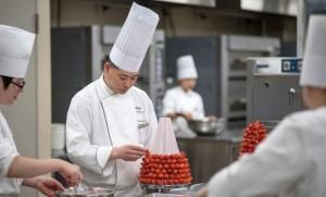 """แบงค็อกแมริออท เดอะ สุรวงศ์ เปิดตัว """"ไฮที แอท สุรวงศ์"""" พร้อมเชิญเชฟชาวญี่ปุ่น พร้อมคลาสสอนทำอาหาร"""