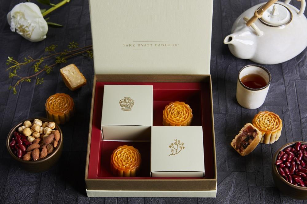 พาร์ค ไฮแอทต้อนรับเทศกาลไหว้พระจันทร์ด้วยกล่องของขวัญสีทองอร่าม