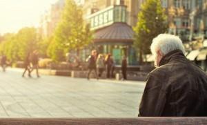 """สมองเสื่อม หลงๆ ลืมๆ กับ """"อัลไซเมอร์"""" คือโรคเดียวกันหรือไม่"""