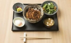 """อร่อยล้ำกับเมนู """"แกงกะหรี่หมูทอด"""" ตำรับญี่ปุ่นแท้ที่ โซบะ แฟคทอรี่"""