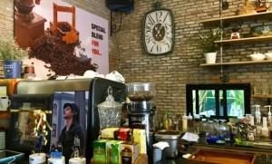 """Autumn Cottage Cafe & Bistro ย่านทาวน์อินทาวน์ ร้านนี้มี """"นุช"""""""