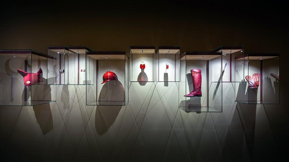 ความผูกพันของ Hermès ที่มีต่อ Rouges H สีแดงเข้มที่ผู้คนจดจำไม่รู้ลืม