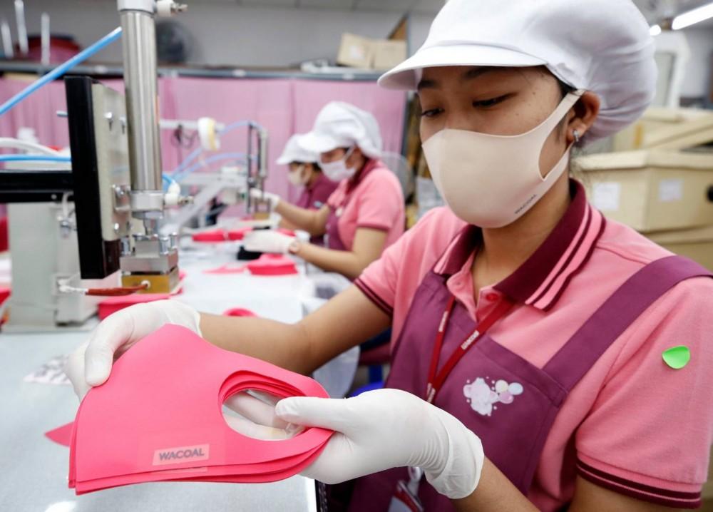 วาโก้ ปรับแผนหันมาทำหน้ากากแจกฟรี เร่งผลิตตามเป้าใหม่ 200,000 ชิ้น จับมือไทยฝ่าวิกฤติโควิด-19