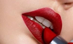 """National Lipstick Day Part II : บทสรุปเหตุการณ์สำคัญทางประวัติศาสตร์ของลิปสติกในฐานะ """"ครั้งแรก"""""""